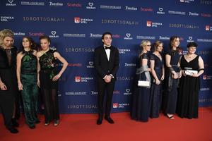 Armand Duplantis på röda mattan. Längst till höger syns bowlinglandslagets Josefin Hermansson från Borlänge. Foto Janerik Henriksson / TT
