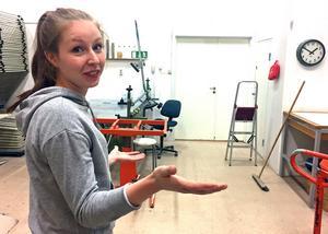 Frida Lundén visar Konstnärernas Kollektivverkstad där hon är engagerad som vice ordförande och webbansvarig.