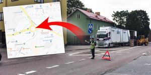 Räddningstjänst och polis åkte ut till rondellen för att hantera trafikstockningen.