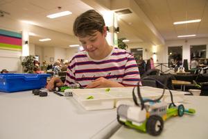 Alfred Burman, Hudiksvall bygger en legorobot men han gillade också att göra luffarslöjd på Hudiksvalls ungdomsgård.