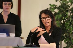 Pernilla Marberg (SD) undrar varför inte rapporten har rapporterats till samtliga ledamöter i kommunstyrelsen och om den sittande majoriteten har en praxis att inte