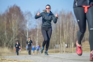 Kristin Öhman är en av alla som fått hjälp med motivationen och löpträningen genom Örebro parkrun. Foto: Jimmy Glinnerås
