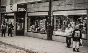 Blids bokhandel i början av 1980-talet, med det kraftfulla taket över ingången. Foto: Privat