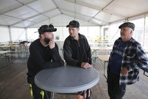 Den lokala ölföreningen Maltes medlemmar Andreas Lundgren och David Eriksson tillsammans med Thomas Husing i det stora tältet där 300 finsmakare av öl får plats.