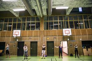 Ett 30-tal är på plats varje söndag i Krokoms sporthall för att träna.