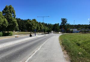 Holmfastvägen föreslås få ny karaktär som stadsgata och kantas av nya byggnader med verksamheter i gatuplan och bostäder ovanpå. Foto: Södertälje kommun