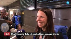 En glad Charlotte Kalla på Arlanda.