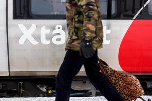 Insändaren Roger vill se en uppmätning av mängden avgaser orsakade av att bilar som blir ståendes vid järnvägsbommarna i centrala Sundsvall.