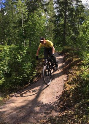 Leo Magnusson testkör cykelbanan. På måndag den 5 juni är öppningsdagen. Ett måste för alla unga cykelentusiaster!Fotograf: Helena Ehrstrand