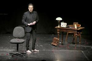 På torsdag kommer Thorsten Flinck till Fagersta med sin enmansföreställning Doktor Glas. Pressbild: Josefina Dernsjö