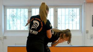 Julia och Josefin tror det kan vara en trygghet för många att ha två unga tjejer som instruktörer.