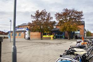 Den nuvarande entrén till stationshuset och Pressbyråns lokal ska rivas.