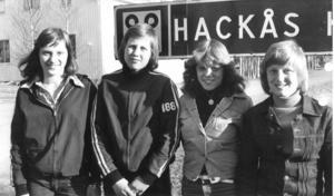 """En kvartett fotbollsprofiler i 1970-talets Hackås: Elisabeth Lundqvist, Yvonne Wengler, Ingrid Lundqvist och Ann-Sofie Eriksson. Elisabeth Lundqvist och Eriksson utsågs till länets bästa damspelare, 1975 och 1976, Ingrid 1979 och Katrine Hansen fick priset 1980. """"Det var en helt otrolig tid. Nästan alla spelare gick i samma klass och när det var match körde vi i princip över de flesta lag"""" förklarar Ann-Sofie. Foto: ÖP"""