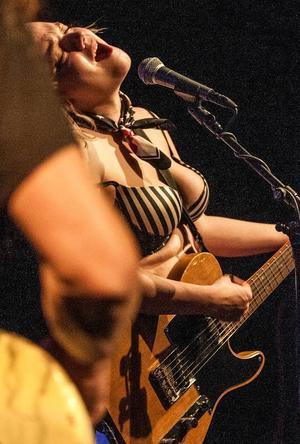 Lydia Loveless framträdande på Storsjöteaterns studioscen fick många att reagera.
