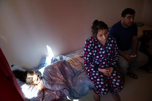 Bahar och Memed är oroliga för att Dilan ska hamna i samma apatiska tillstånd som systern Leyla.