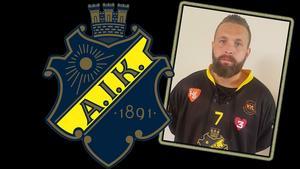Oskar Robertson har skrivit på ett kontrakt som sträcker sig över säsongen 2019/20. Bild: AIK bandy