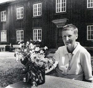 Måns Hedin berättar historien om Willy Maria Lundberg på Träslottet i Arbrå. Foto: Hilding Mickelsson/Hälsinglands museum