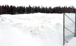 Planen byggdes av fyllnadsmassor från när Sundsvallsbron byggdes.