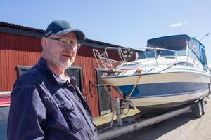 Sonny Nilsson, ordförande i klubben, med sin amerikanska dagcruiser Searay.