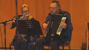 Marie Forsberg och Kent Ingelsson från Junsele kan både spela och roa. Foto: Kjell Larsson
