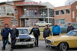 Arrangörsgruppen för Volvomeet, på Folkets Hus stora parkering där Volvoutställningen sker den 7 juli. Från vänster;