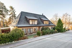Villan på tio rum är mest klickat på Hemnet den senaste veckan. Foto: Svensk fastighetsförmedling.