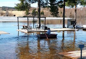 Det enklaste sättet att ta sig fram mellan campingplatserna är med båt.