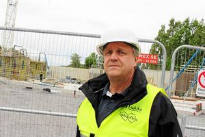 Jan Hedberg, byggchef vid Kommunfastigheter, vill inte närmare kommentera den hårda uppläxning som stadsarkitekten har gett bolaget.