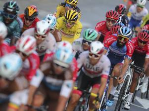 """""""Bilist"""" är inte glad i de cyklister som tränar på gatorna i Örebro med omnejd. Bilden är ifrån det riktiga Tour de France.  Foto: Thibault Camus/AP"""