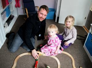 Jonas Weimer med sina barn, Hugo, 2 år och Alma, 6 år. Att skapa en bättre framtid för sina barn är en sak som motiverar Jonas.