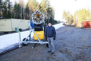 Claes Wannberg hoppas på kyla så att Sätra IF kan förbättra och bygga på skidspåret snart.