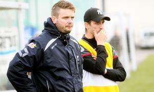Edsbyns tränarpar Lukas Vängborg och Erik Henriksson leder ett jagat lag de sista omgångarna.