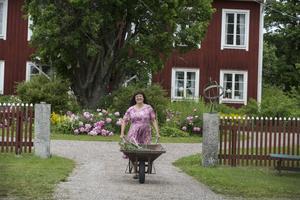 Karin Perers är fjärde generationens kvinna på gården Mörtarbo i Avesta kommun.