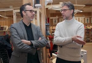 Kulturredaktörerna Anders K Gustafsson, Dalarnas Tidningar, och Ulf Lundén, Dala-Demokraten, förbereder samtalet med publiken.