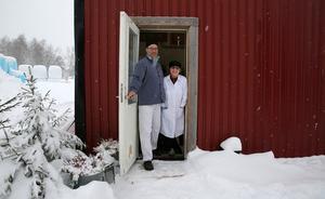 Johan Borg och Nina Lindunger och deras gårdsbutik.