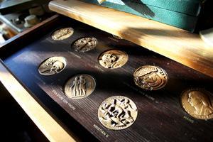 Samlarmynt föreställande kungar och drottningar.