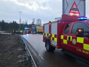 Räddningstjänst och ambulans ryckte ut till olyckan i Pilborondellen.