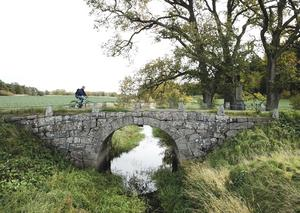 Alla kulturlämningar är inte lika påfallande som den här vackra stenbron. /FOTO: Fredrik Sandberg/TT