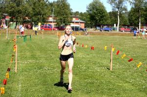 Erika Lindström, Trångsviken, besegrade hettan och resten av konkurrenterna i Bäverloppet. Hennes första deltagande i loppet slutade med seger.
