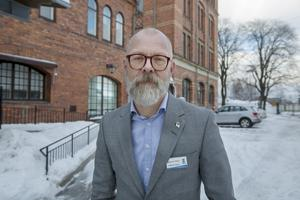 Magnus Höijer, chef för Sektor Välfärd, säger att kommunen satt in resurser för att stötta elever och personal på komvux i sorgearbetet.
