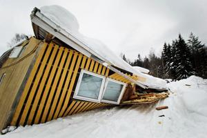 Trots att Tomas Hedén har så gott försäkringsskydd han kan ha täcks inte snötrycksskadorna på en fristående byggnad av hem- och villaförsäkringen.
