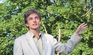 Fabian Hedlund som berättare.