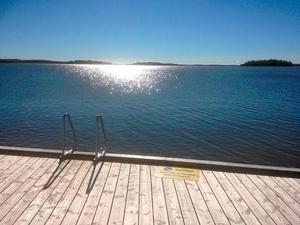 Om vattennivån i Östersjön stiger kan inte Mälarens vatten rinna ut. Risken är att saltvatten på sikt strömmar in i Mälaren, enligt skribenten.