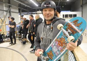 Tony Jansson. 56-årig skateboard-legend från Gävle fanns på plats i Borlänge under lördagen.
