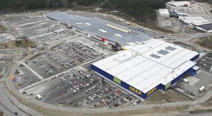 Parkeringsytan på Erikslunds shoppingcenter är så stor att den motsvarar större delen av Västerås centrum i utrymme.