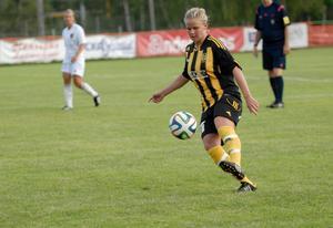 Matilda Bergkvist, Korsnäs IF, gjorde 23 mål i fjol. Hennes offensiva kraft blir viktig i år också. Foto: Jörgen Wåger