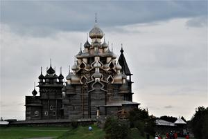 Kristi förklaringskyrka i Kizhi med 22 lökkupoler.