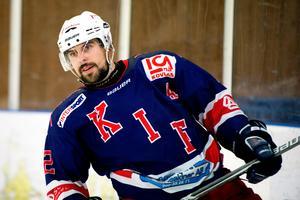 Christopher Erixon är Kovlands poängkung genom tiderna. Nu laddar han för ett dubbelmöte med Kiruna där en plats i division I finns i potten.