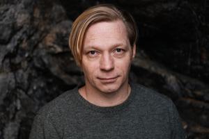 """Daniel Gustafsson, född 1972, är översättare från engelska och ungerska. """"Odenplan"""" är hans första roman. Foto: Anna Lindberg"""