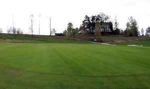 På bara några veckor har en aviserad försening förvandlats till en tro på vad som tangerar att bli en rekordtidig säsongspremiär för Hussborgs golfklubb.
